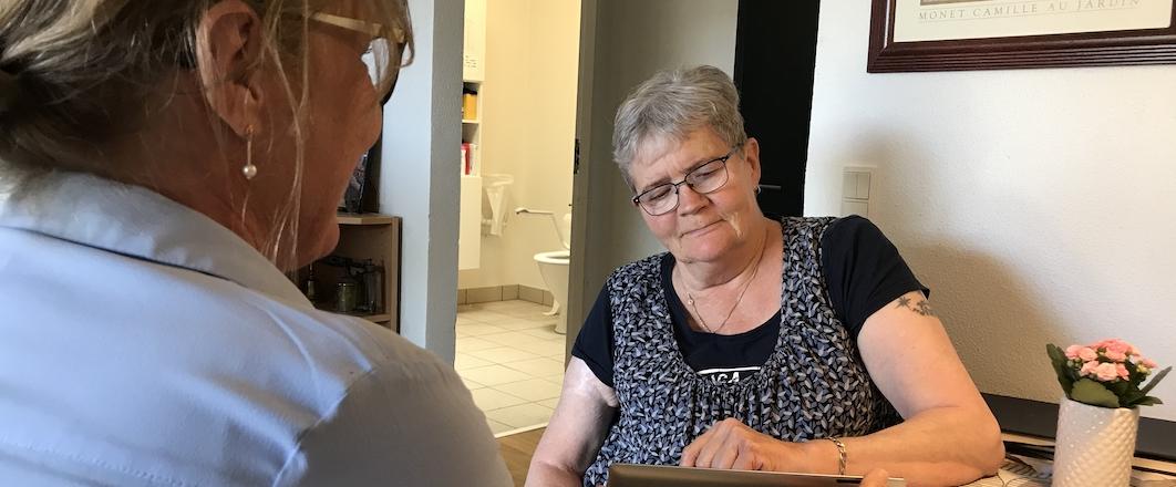 To kvinder i dialog