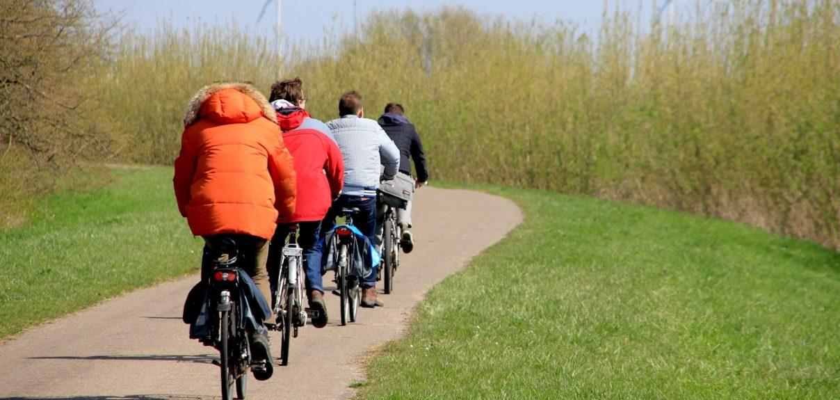 Gruppe på cykel